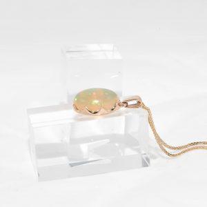 Висулка от 14 карата злато с 7.5 карата Етиопски Опал