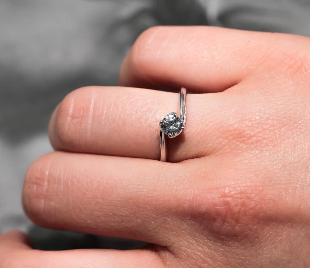 Годежен пръстен от бяло злато с 0,41 карата Бял Сапфир
