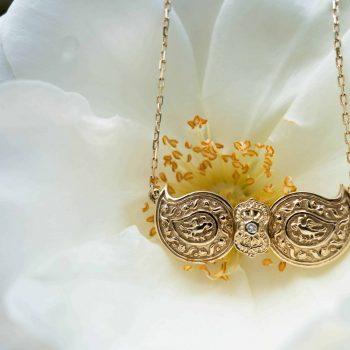 Дизайнерска златна пафта със скъпоценен камък от колекция бижута Ефир Етно
