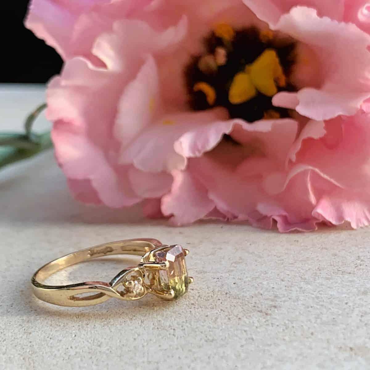 Златен пръстен с диаманти и динев турмалин от Ефир