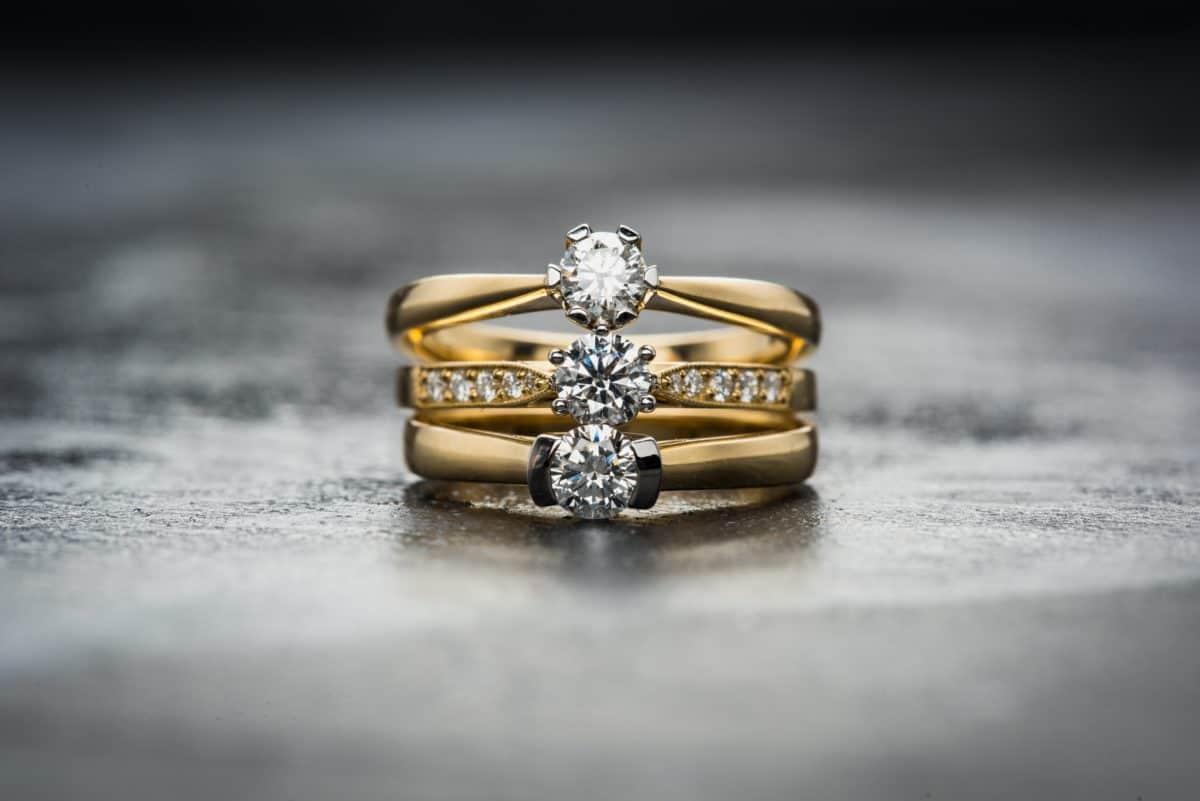 Златни годежни пръстени с диамант по поръчка
