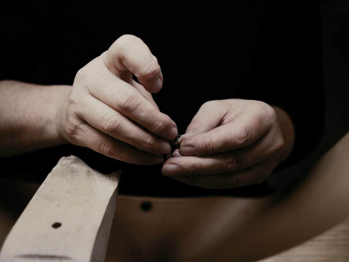 Процес на изработване на бижута по поръчка от Ефир