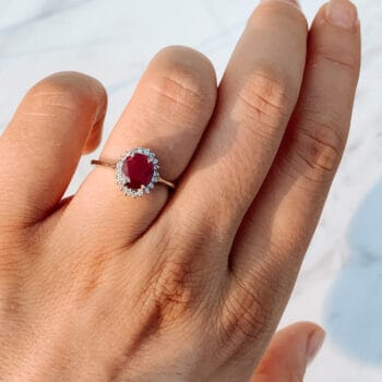 Класически пръстен с рубин и диаманти от Ефир