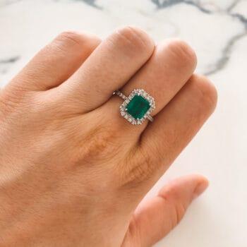 Златен пръстен с изумруд и диаманти
